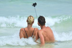 couple-selfie